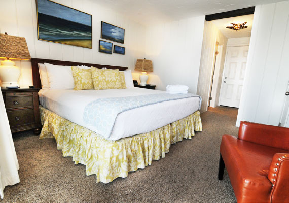 Room Layout: 1 king bed. Located on the first level with a harbor view and outdoor waterfront seating, air conditioning and heating with in-room controls, insuite full bath, complimentary bath robes, morning coffee service, dry bar with refrigerator, WiFi, iHome, Comcast TV/DVD.